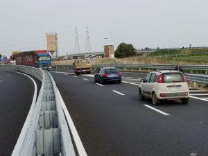 Civitavecchia: terrore tra gli automobilisti, tir fermato mentre viaggiava contromano