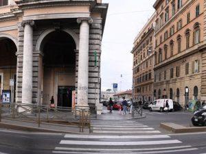I portici di piazza Vittorio Emanuele II, Roma – foto d'archivio