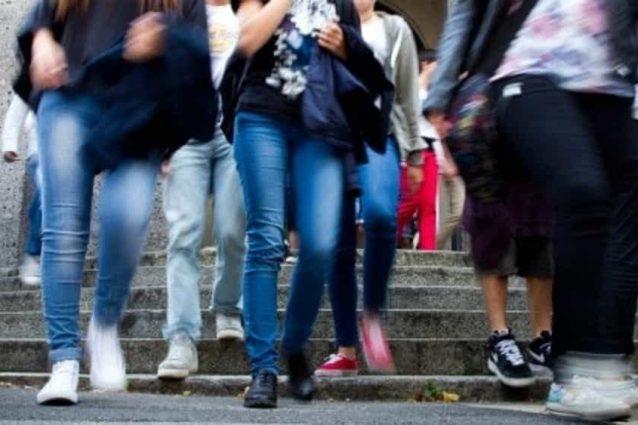 """Molestie davanti alle università di Roma: """"Salvo"""" abbraccia"""