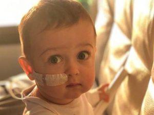 Il piccolo Alex 18 mesi affetto da una grave malattia genetica
