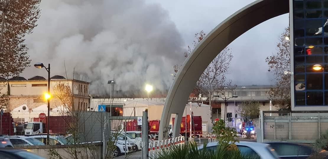 Incendio al tmb di salario comune e municipio tenete le finestre chiuse - Le finestre roma ...