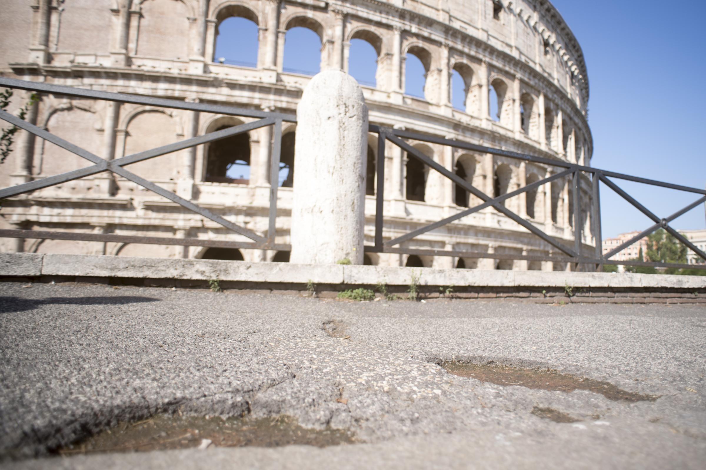 Buche di roma riparate dall 39 esercito la commissione for Commissione bilancio camera dei deputati