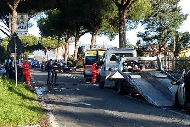 Incidente stradale su via Appia Sud a Velletri, scontro tra auto e furgone: 5 feriti gravi
