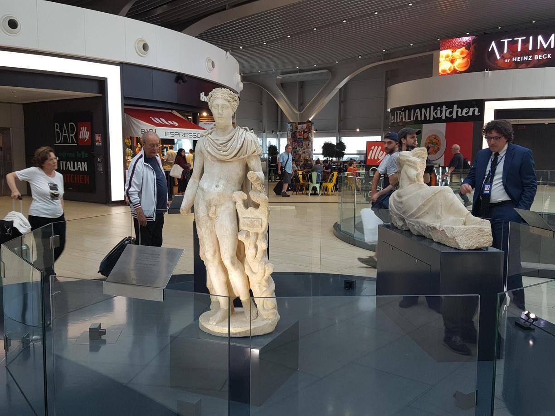 I passeggeri dell 39 aeroporto di fiumicino cammineranno tra for Di tommaso arredamenti ostia