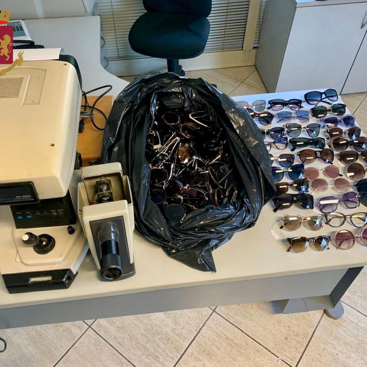 711c439a91 Roma, furto di 180 paia di occhiali e strumenti ottici: fermate due ...