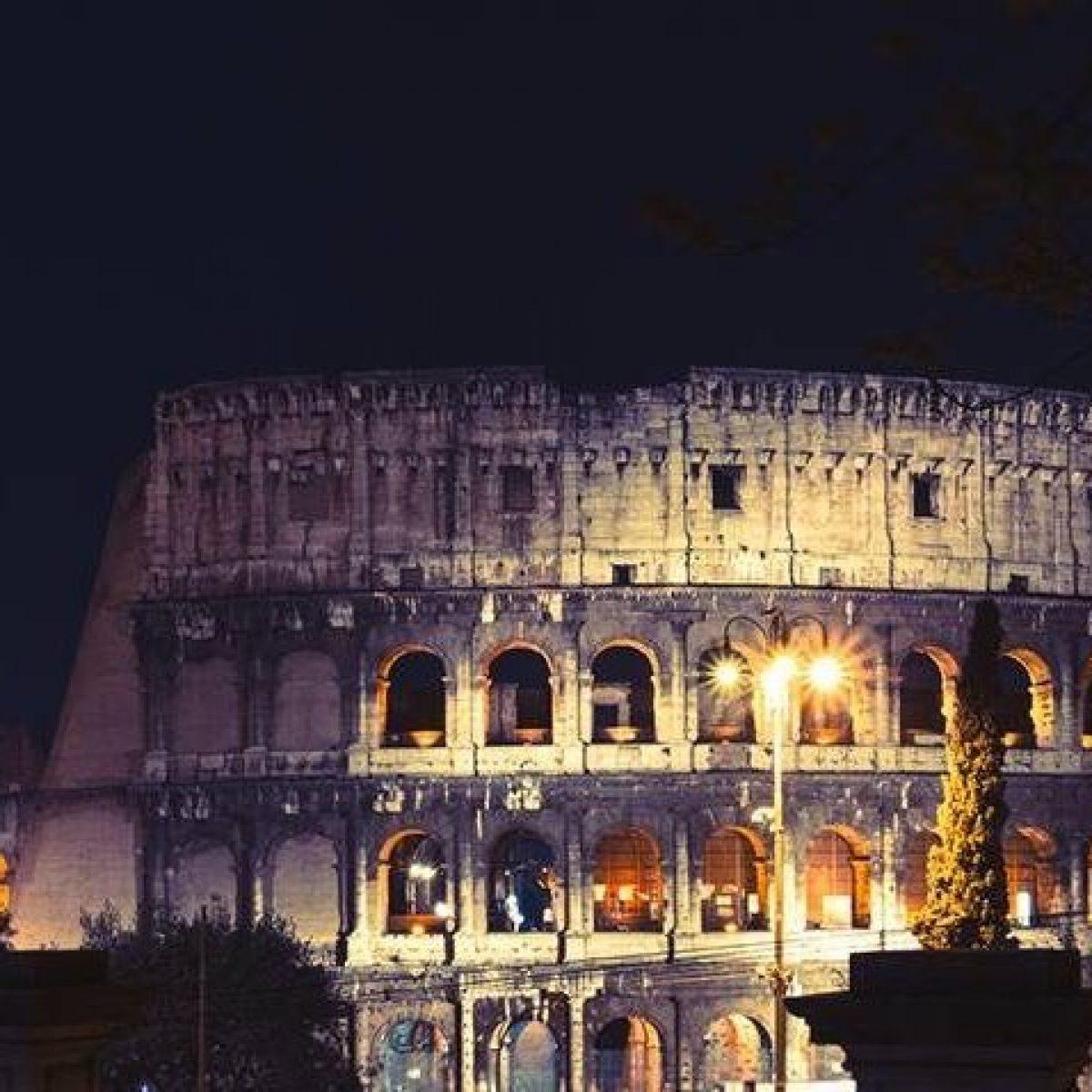 Colosseo Di Notte Visite.Roma Torna La Luna Sul Colosseo Info E Prezzi Per Visitare