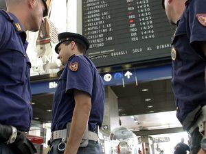 Trovata donna che ha abbandonato un bimbo in carrozzina a Termini: arrestata