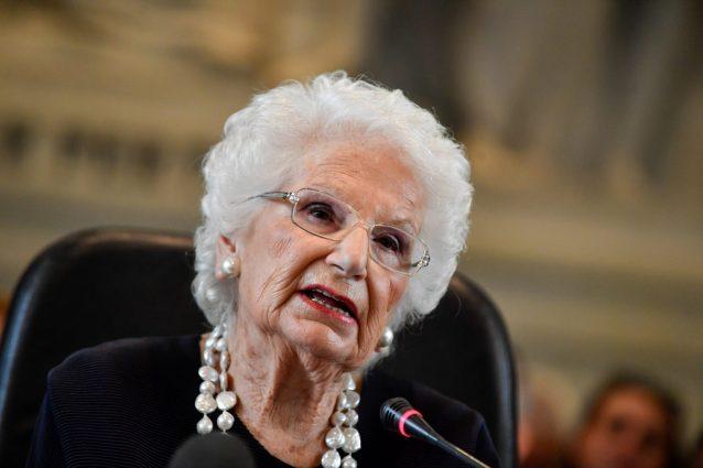 Liliana Segre alla Sapienza, sul palco uno studente di estrema destra: è ...