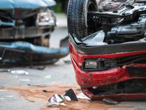 Latina, scontro frontale tra auto e furgone in via del Croci