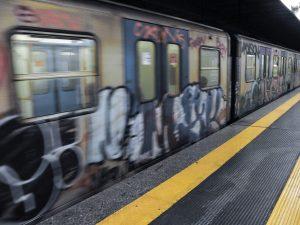 Metro Garbatella chiusa per cinque ore: vandali in stazione