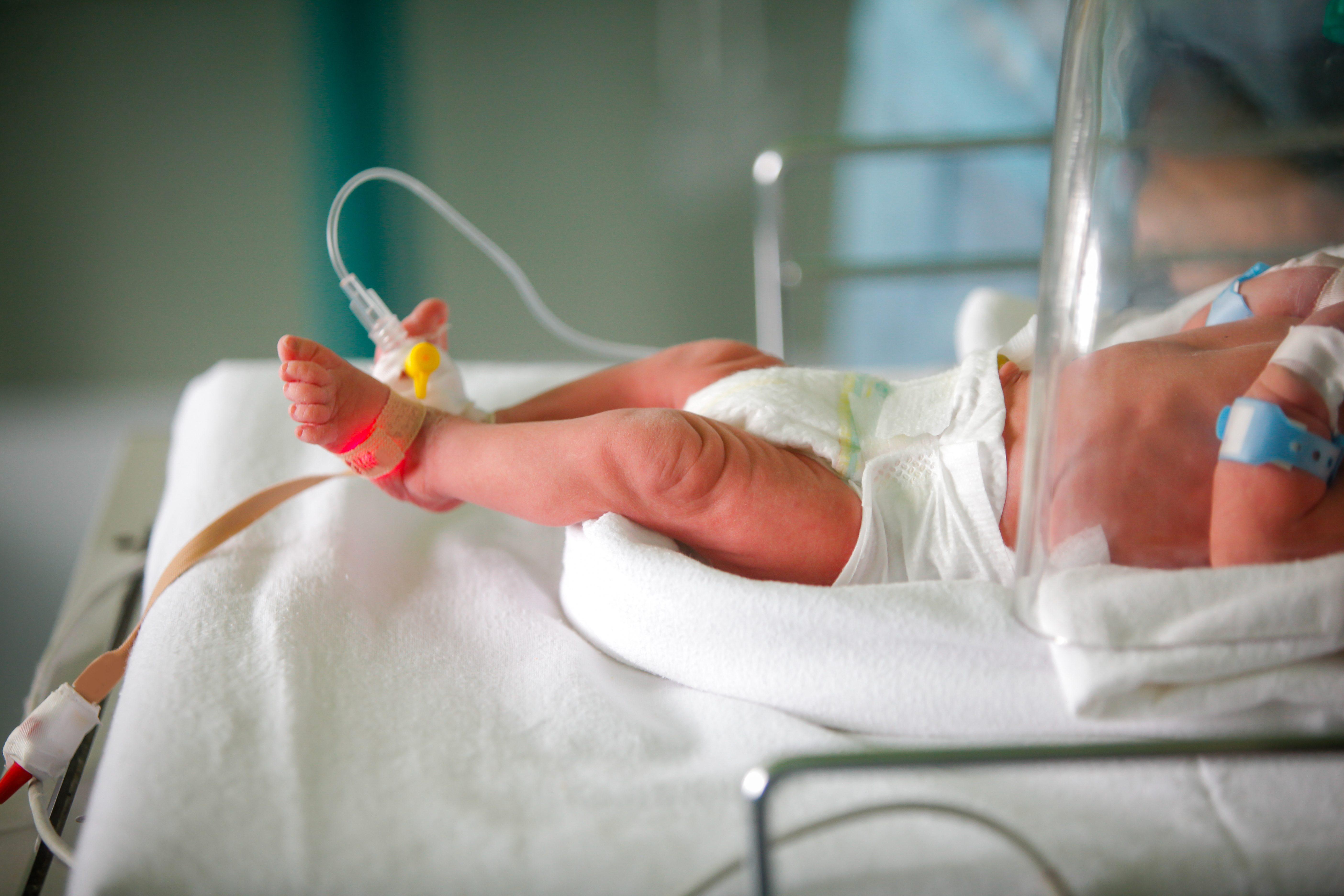 Roma, neonata rischia di soffocare: carabiniere fuori servizio la ...