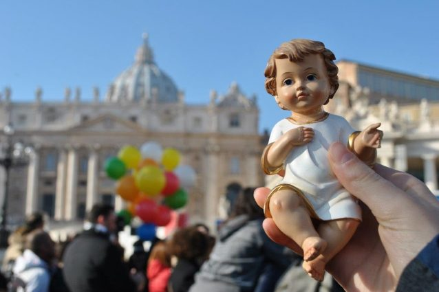 Roma, domani a piazza San Pietro la benedizione dei Bambinel