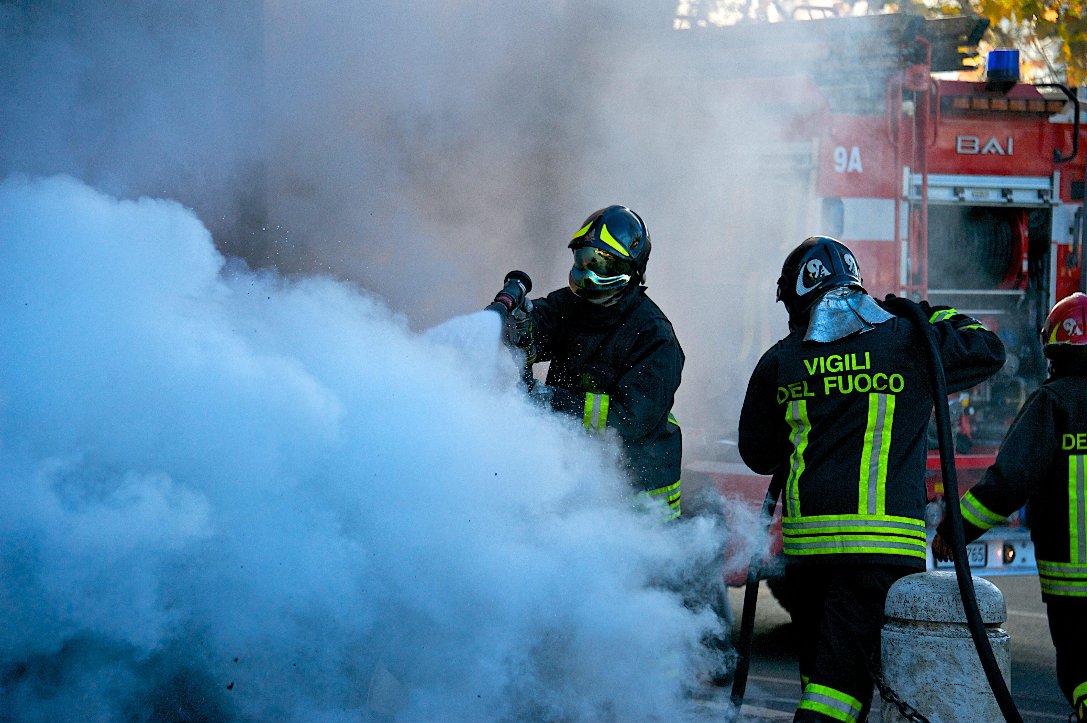 Incendio a Tor Bella Monaca, a fuoco seminterrato delle ...