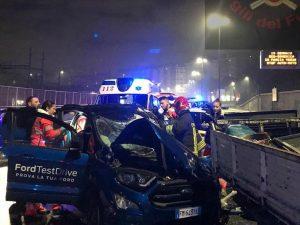 Incidente sulla Tangenziale, auto contro camion del lavori s