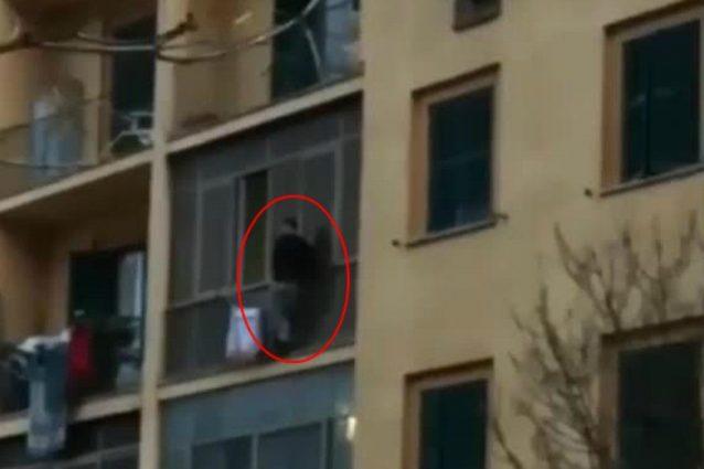 Tor Marancia, l'uomo bloccato sul cornicione non è un ladro