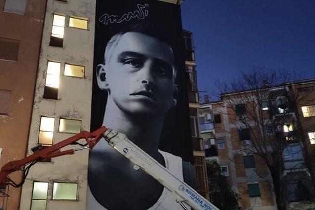 """Roma, un murales gigante per Eros Ramazzotti a Lamaro: """"Musica è"""""""