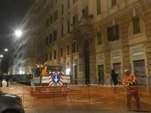"""Sgomberato un palazzo all'Esquilino, evacuate 5 famiglie: """"M"""