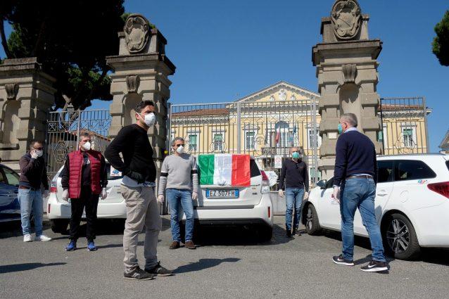 Roma. Bagni chimici presso parcheggi riservati ai taxi