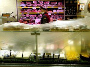 """L'appello dei sindacati: """"Chiudere i supermercati a Pasqua e"""