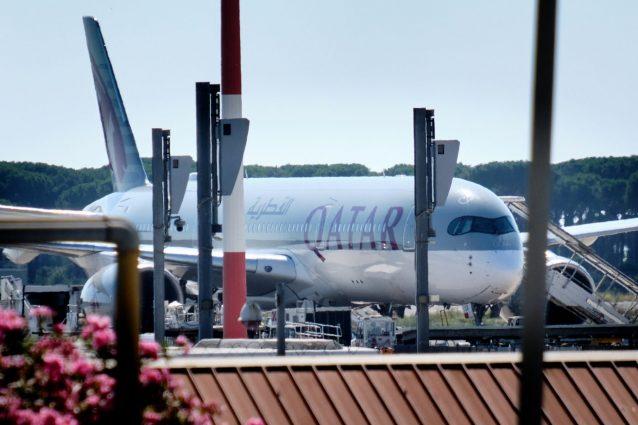 Quattro voli e 900 passeggeri sbarcati a Roma dal Bangladesh: si cercando possibili positivi