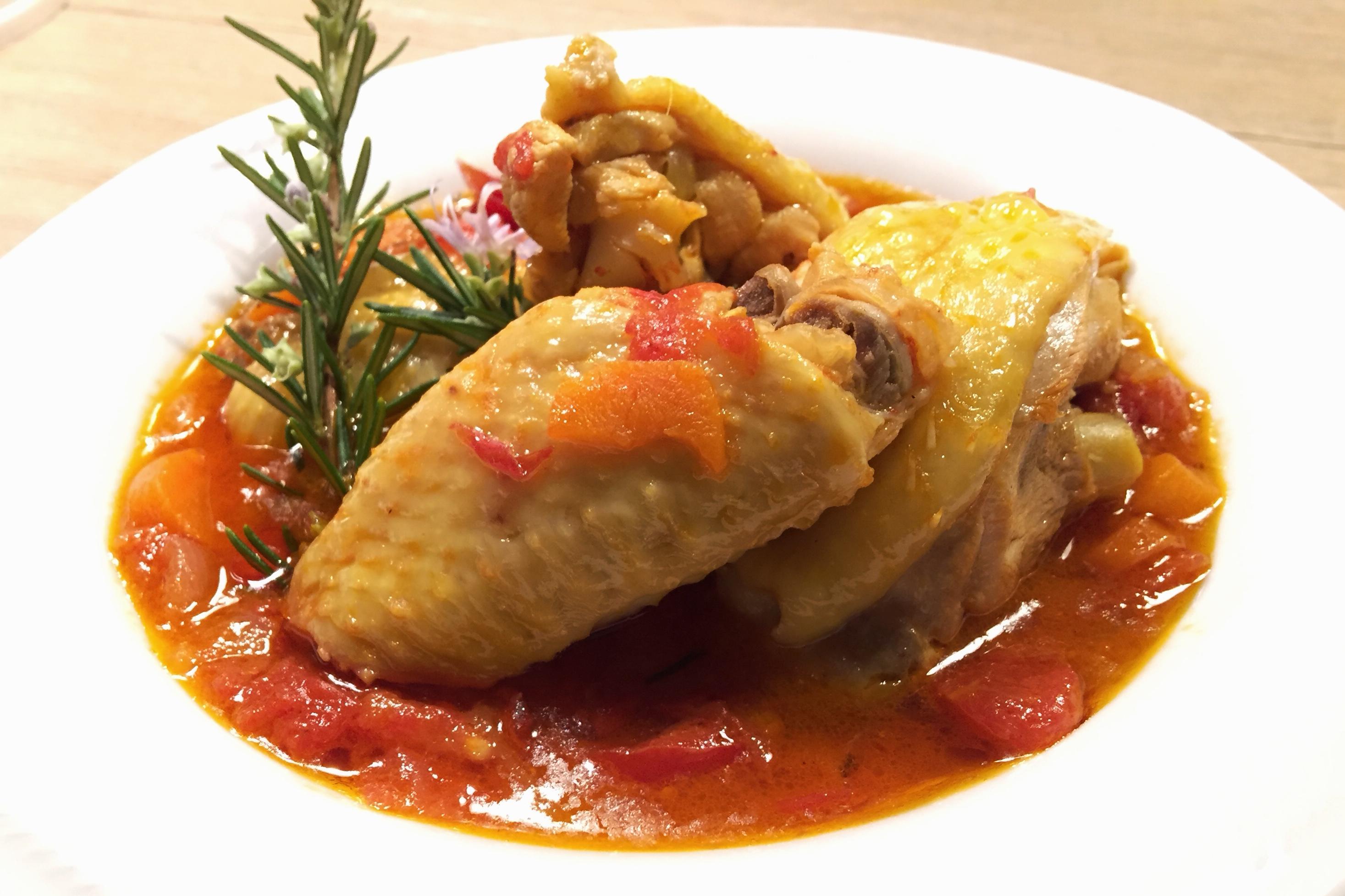 Pollo alla cacciatora la ricetta gustosa - Come cucinare le cosce di pollo in padella ...