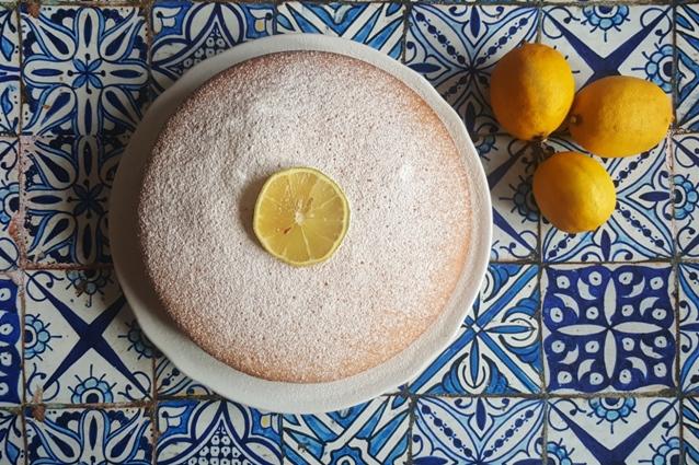 Torta al limone soffice: la ricetta semplice senza uova e senza burro
