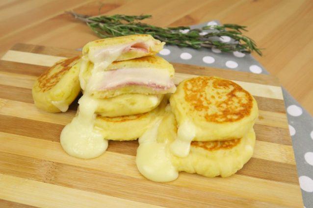 Focaccine di patate la ricetta per prepararle gustose e filanti in pochi minuti - Cucina fanpage ricette ...