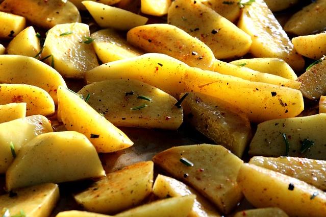 Patate al forno ecco i trucchi per cucinarle in modo for Cose per cucinare 94