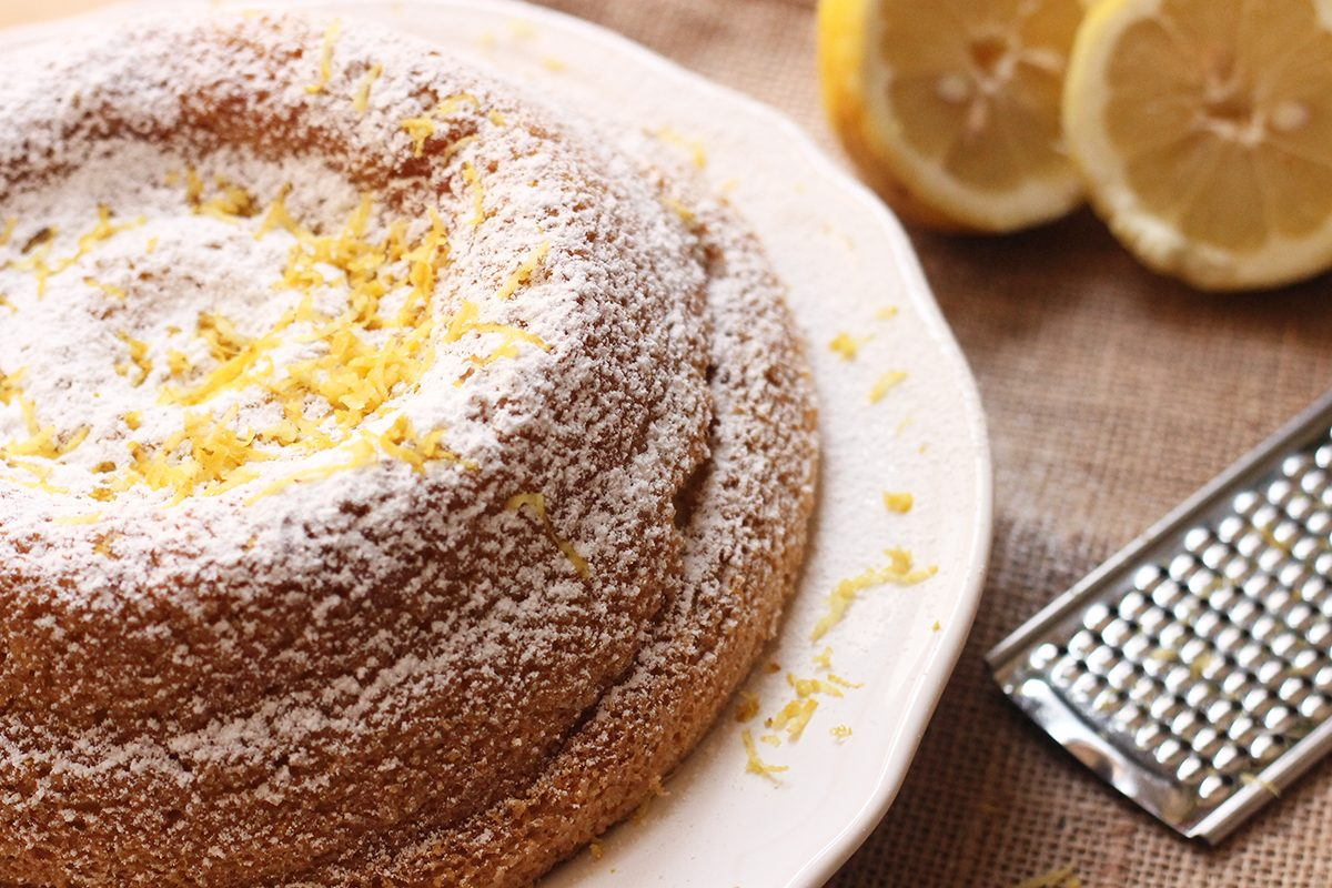 Buca il ciambellone e versa il succo d 39 arancia un dolce - Cucina fanpage ricette ...