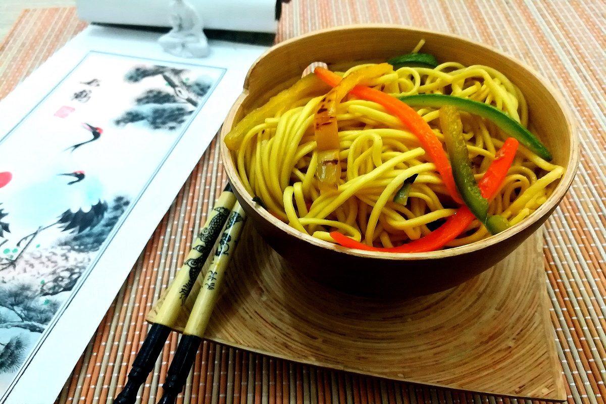 Noodles alle verdure la ricetta degli spaghetti cinesi for Ricette cucina cinese