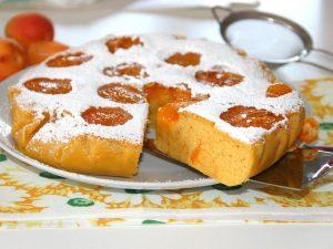 Torta di albicocche: ricetta di un dolce soffice di stagione