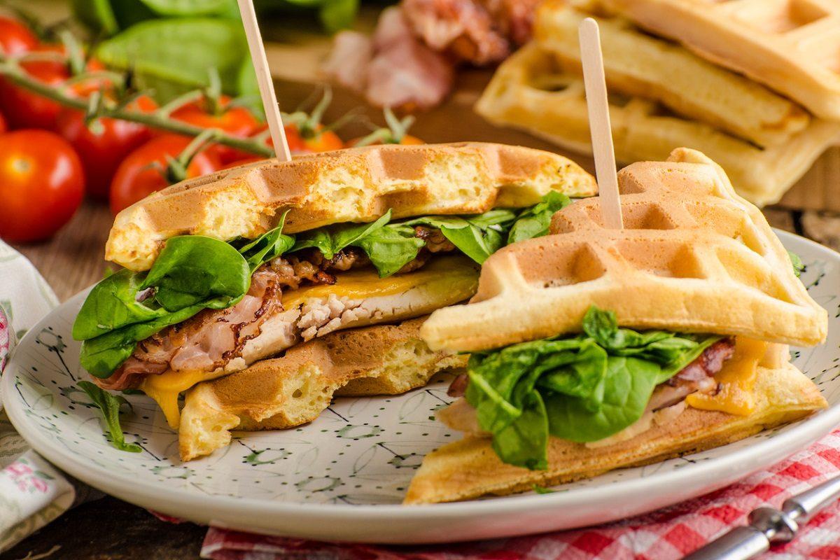 Waffle salati la ricetta per un sandwich originale e gustoso - Cucina fan page ...