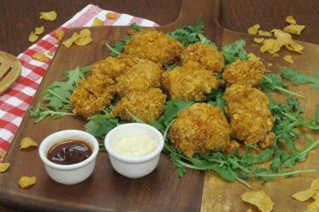 Pollo ai corn flakes la ricetta dei bocconcini croccanti e gustosi - Cucina fanpage ricette ...