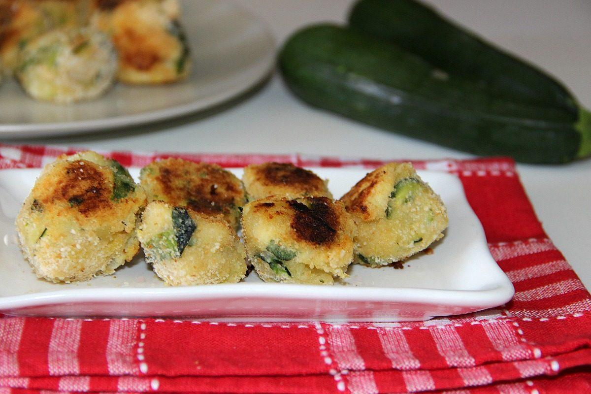 Polpette di zucchine e patate ricetta di un secondo vegetariano ricco di sapore - Antipasti cucina romana ...