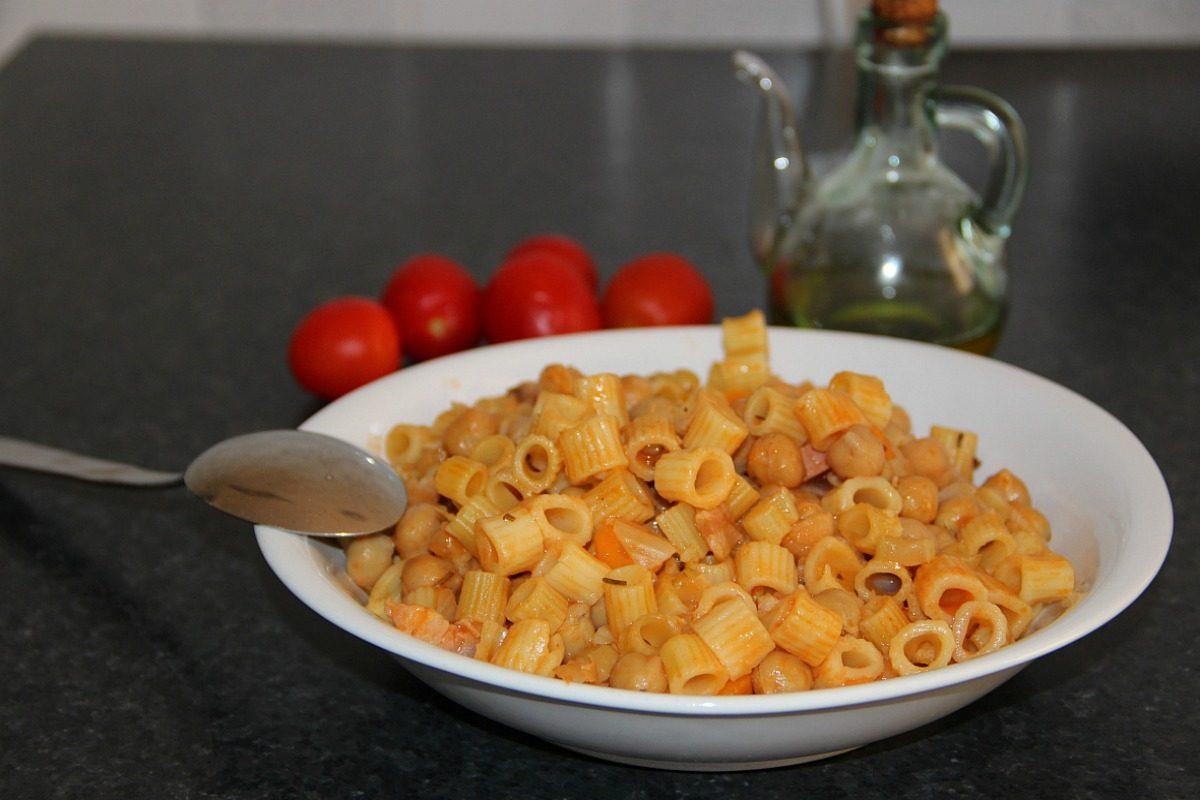 Pasta e ceci la ricetta semplice del primo piatto povero - Cucina fan page ...