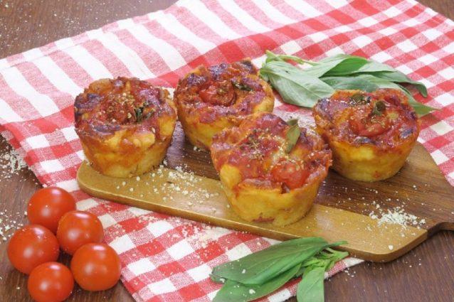 Muffin di pizza la ricetta dell antipasto semplice e originale - Cucina fanpage facebook ...
