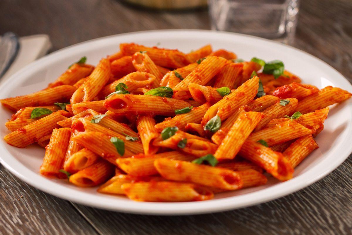 Penne al sugo di pomodoro la ricetta semplice per un primo piatto gustoso