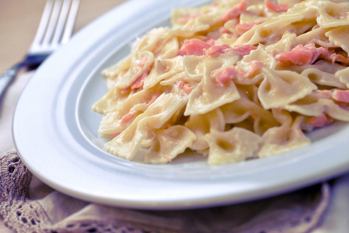 Treccia di salmone e stracchino ecco come stupire i vostri ospiti con un 39 idea semplice e veloce - Cucina fanpage secondi piatti ...