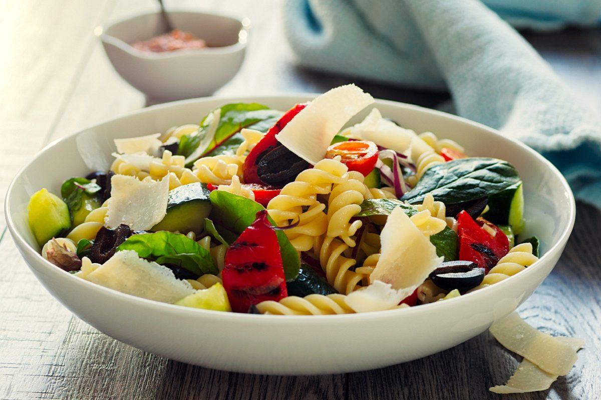Pasta fredda con verdure la ricetta del primo perfetto for Ricette con verdure