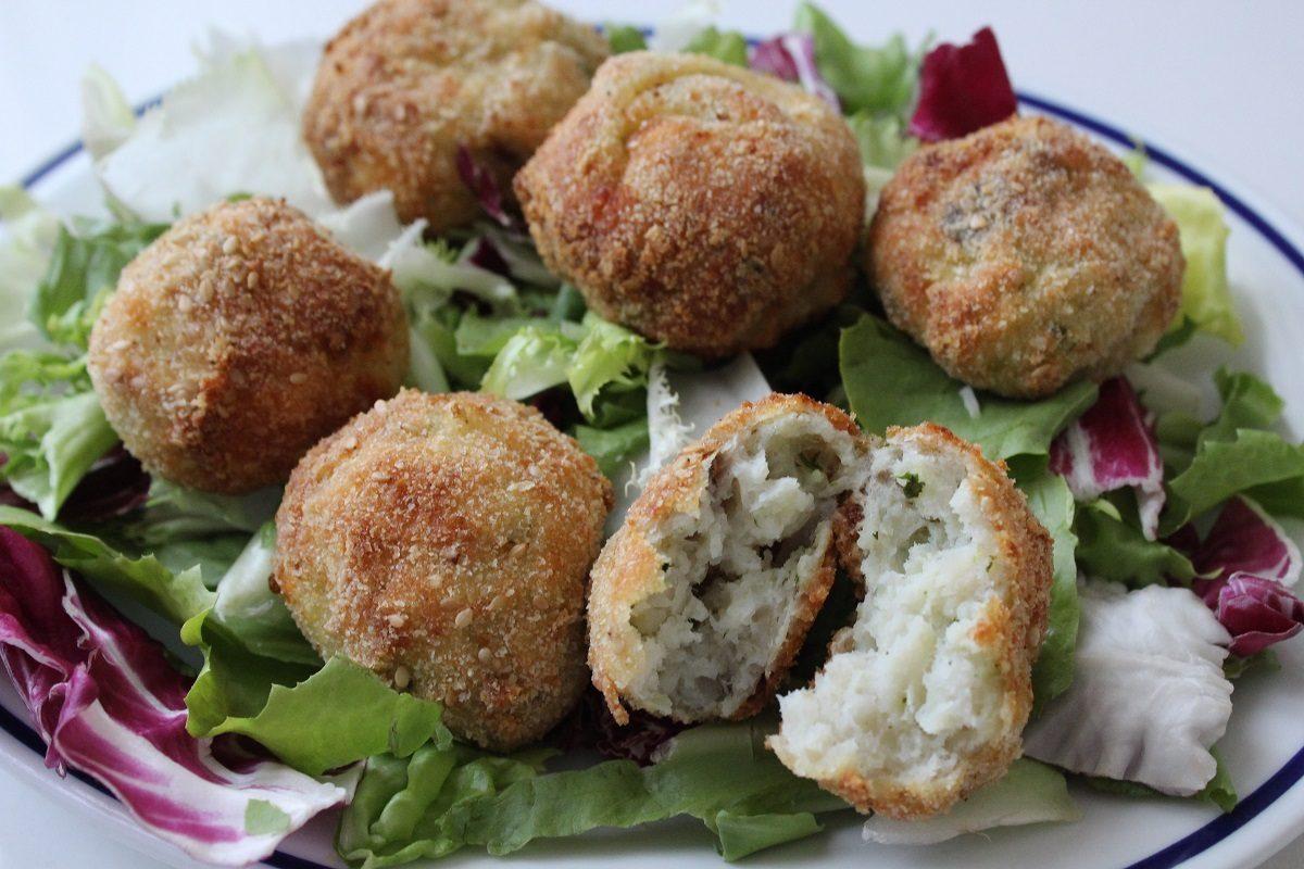 La ricetta per le patate a spirale cotte al forno - Cucina fanpage secondi piatti ...