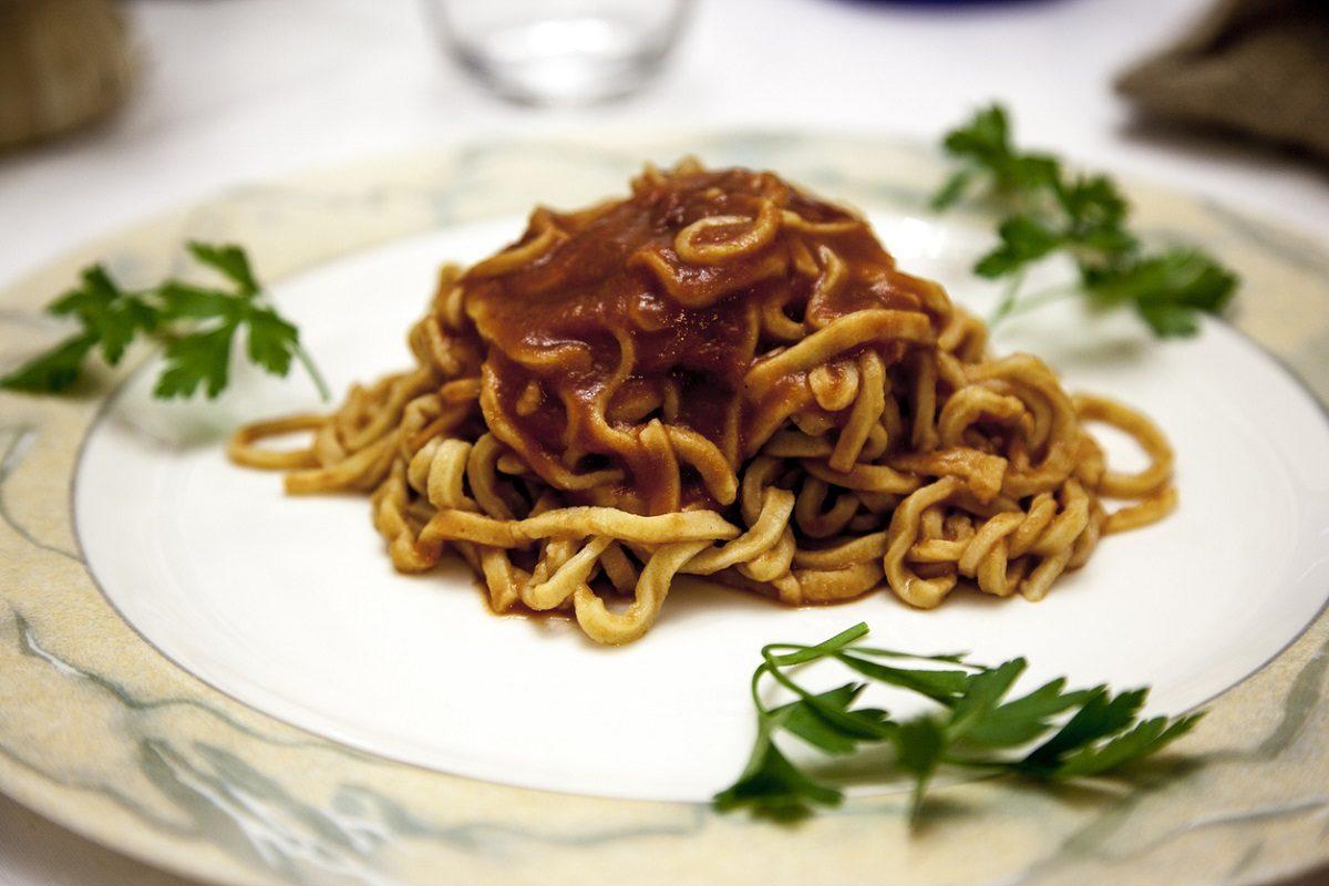 Strangozzi la ricetta del piatto tipico della cucina umbra for Piatto della cucina povera