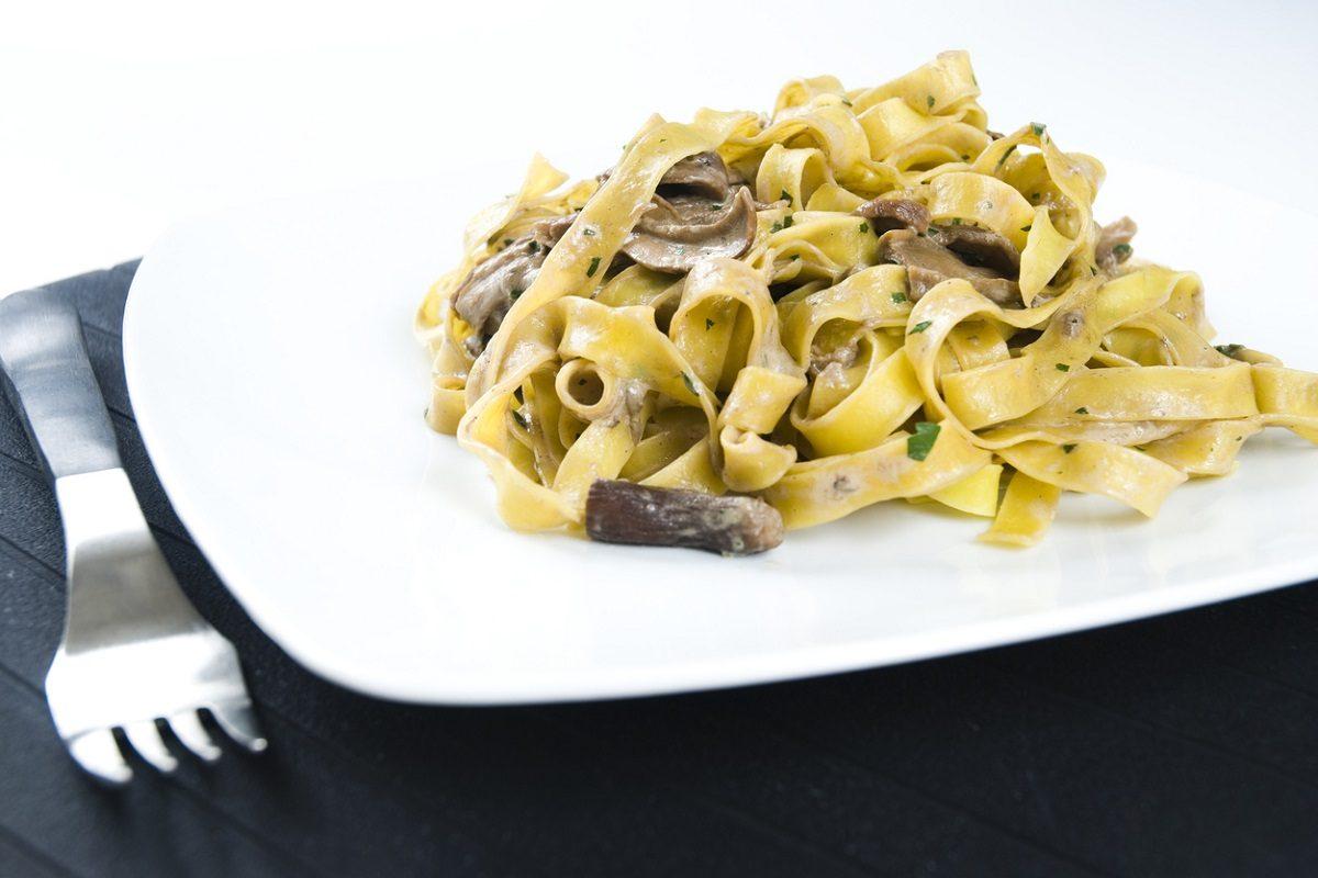 tagliatelle panna e funghi la ricetta del primo piatto semplice e gustoso