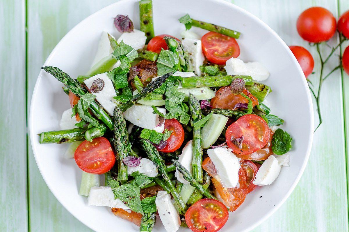 Insalata di asparagi la ricetta veloce e sfiziosa per un for Calorie da assumere a pranzo
