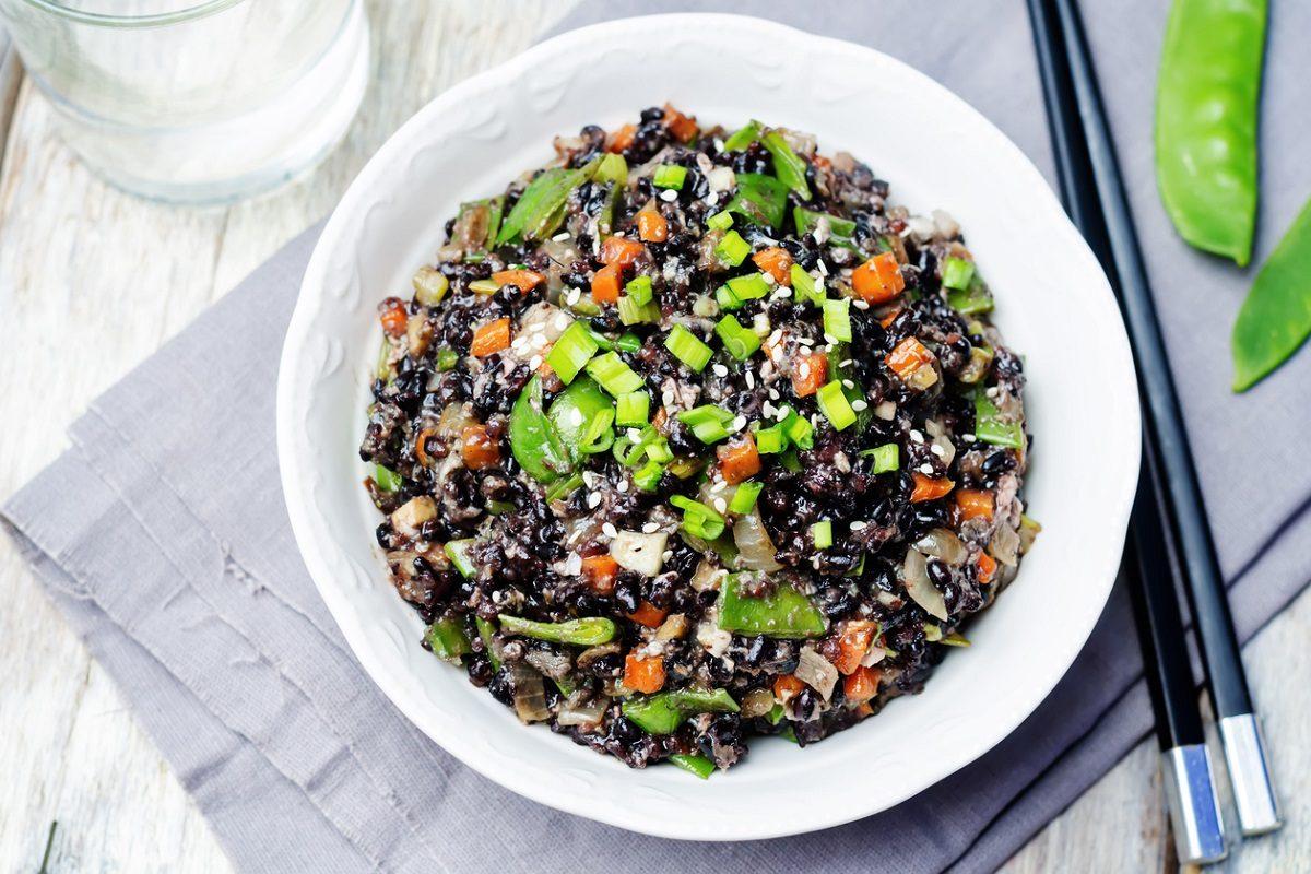Riso venere all 39 insalata la ricetta fredda e gustosa for Ricette di riso