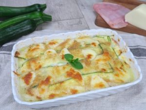 Parmigiana di zucchine: la ricetta a crudo facilissima e veloce