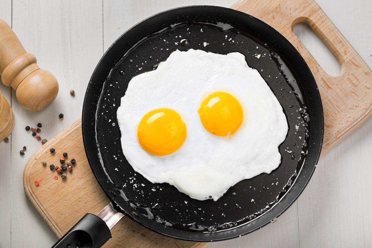 Come cucinare un uovo a occhio di bue in un modo mai fatto prima - 1000 modi per cucinare le uova ...