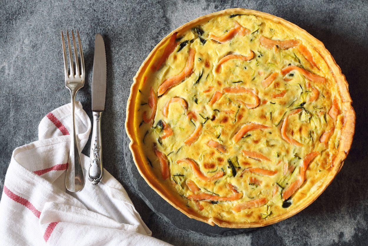 Torta salata salmone e zucchine la ricetta raffinata for Cucina facile ricette