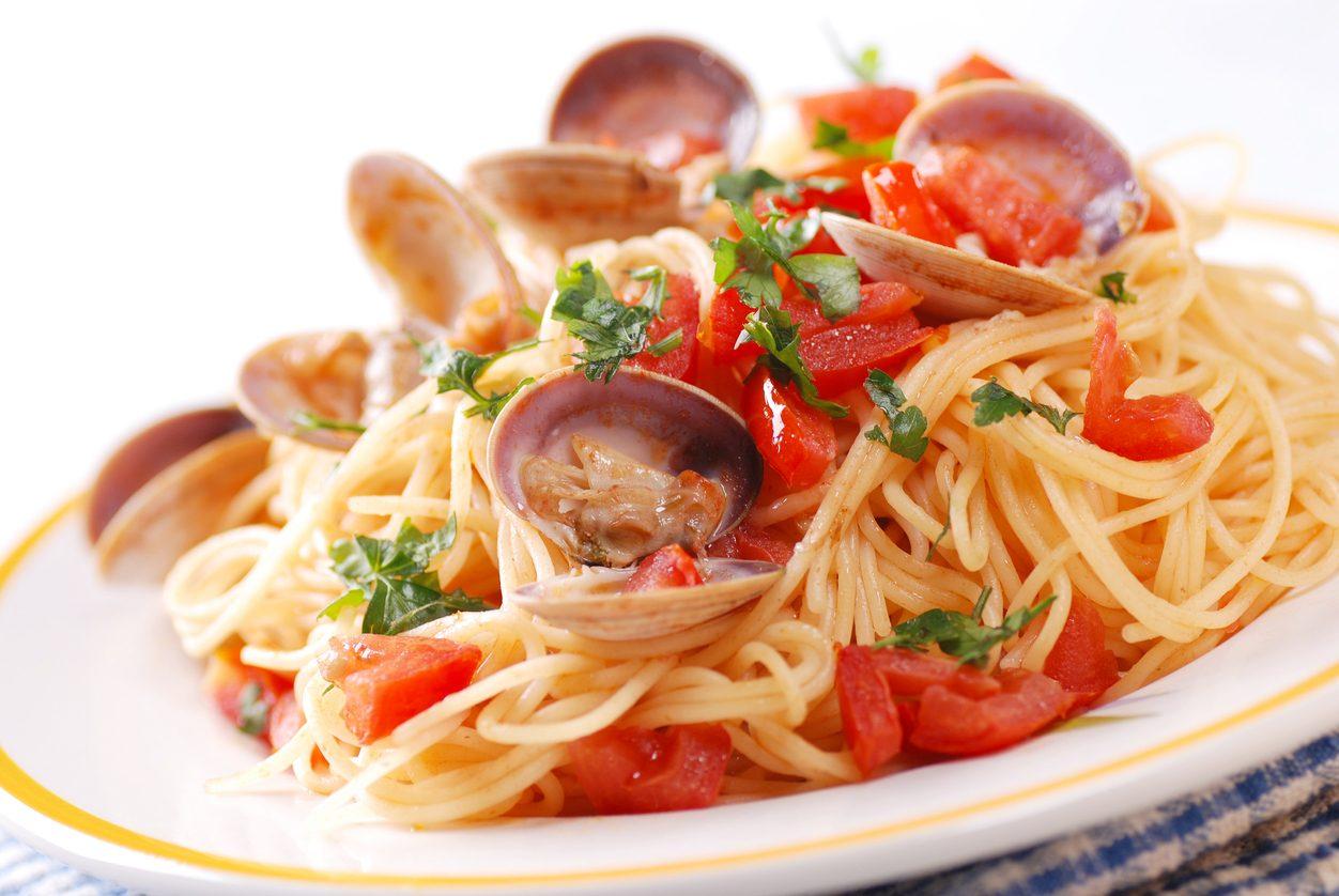 Spaghetti alle vongole e pomodorini la ricetta del piatto for Piatto della cucina povera