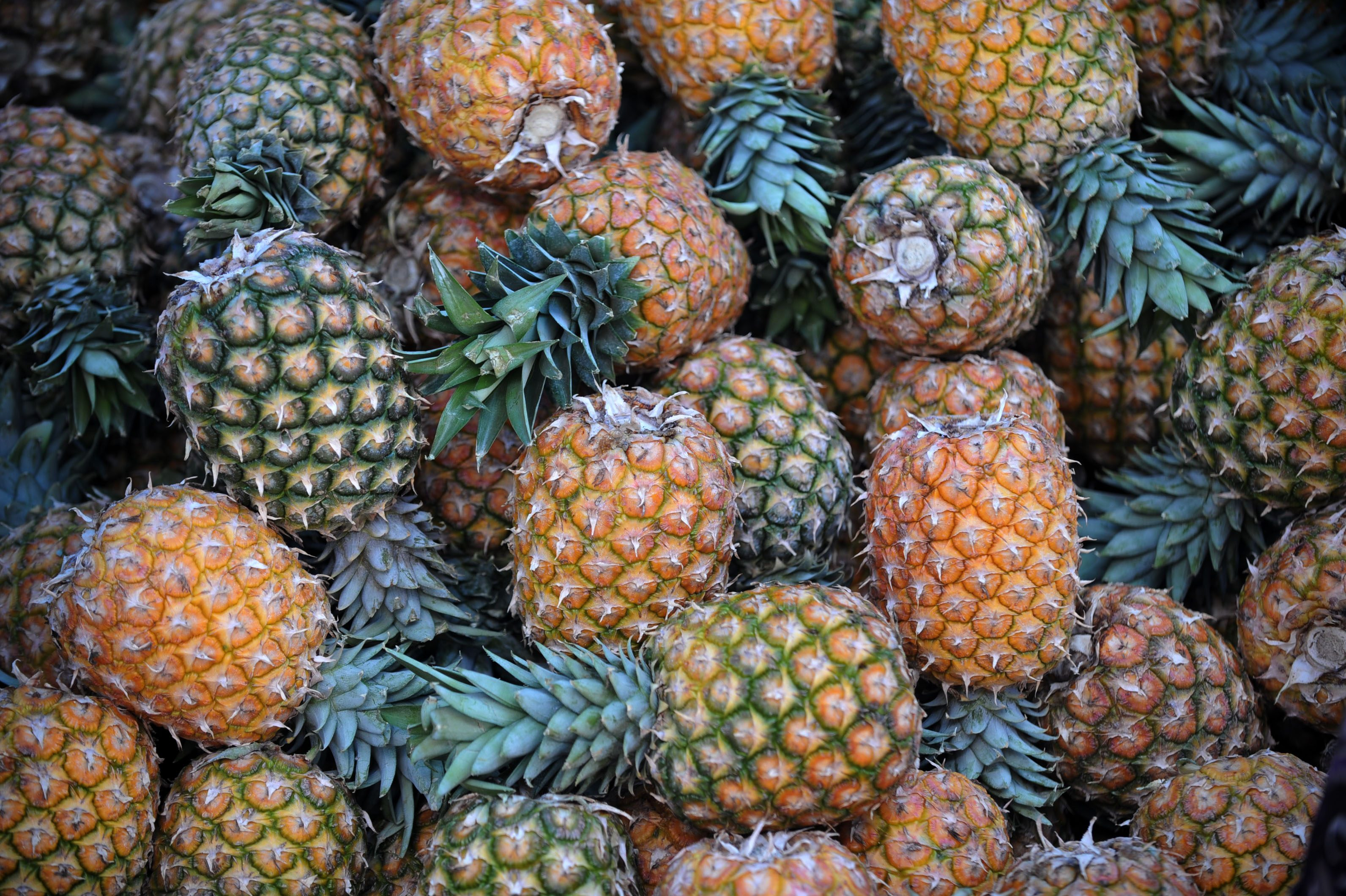 pineapple water benefits and tips to prepare it  cookist