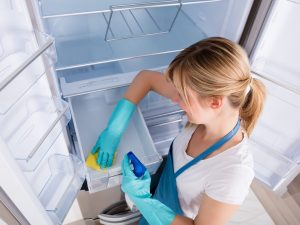 cleaning-refrigerator